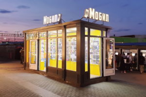 Магазин мобил на Ярославском вокзале с пилястрами из композита