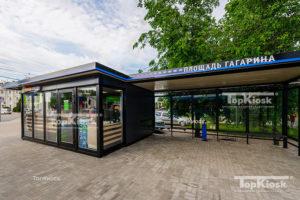 Общественная удобная остановка для маршрутных транспортных средств с торговым помещением